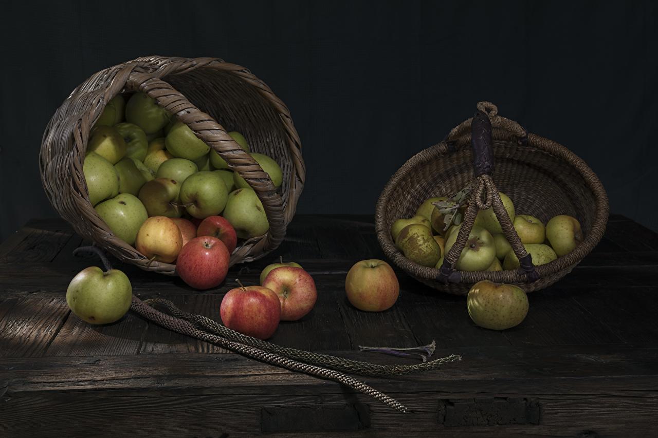 Foto Äpfel Weidenkorb das Essen Stillleben Bretter Lebensmittel