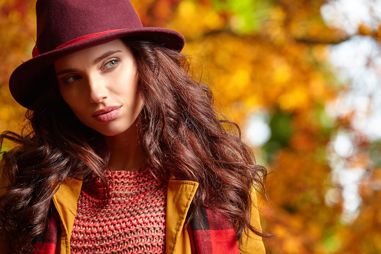Outono Castanhos Chapéu Ver Cabelo Bokeh jovem mulher, mulheres jovens, moça, Cabelo castanho, Fundo desfocado Meninas