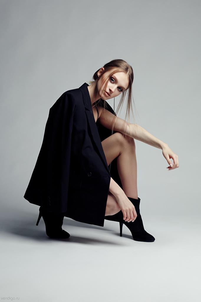 Fotos Evgeniy Bulatov Model Eva Alekseenko posiert junge frau sitzt Blick  für Handy Pose Mädchens junge Frauen sitzen Sitzend Starren