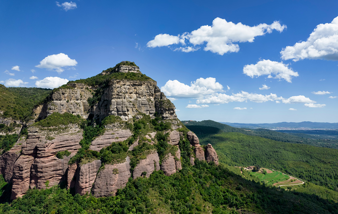Tapeta na pulpit Hiszpania Catalonia góra Natura skałki Chmury Góry skała Turnia przyroda