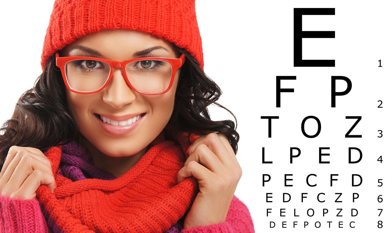 Bilder Brünette Gesicht junge Frauen Finger Brille Blick Weißer hintergrund Mädchens junge frau Starren