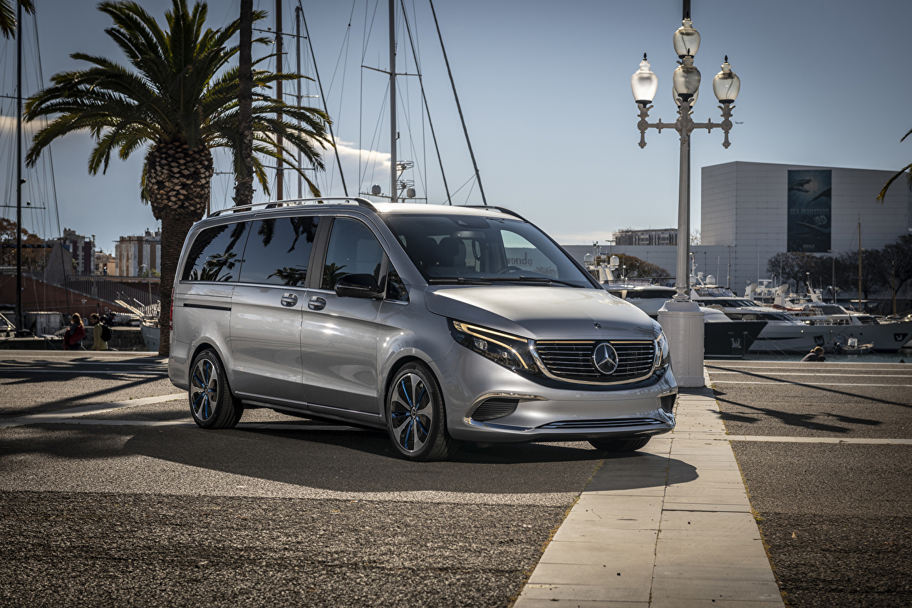 Mercedes-Benz_2019_Concept_EQV_Silver_color_564833_1280x853.jpg