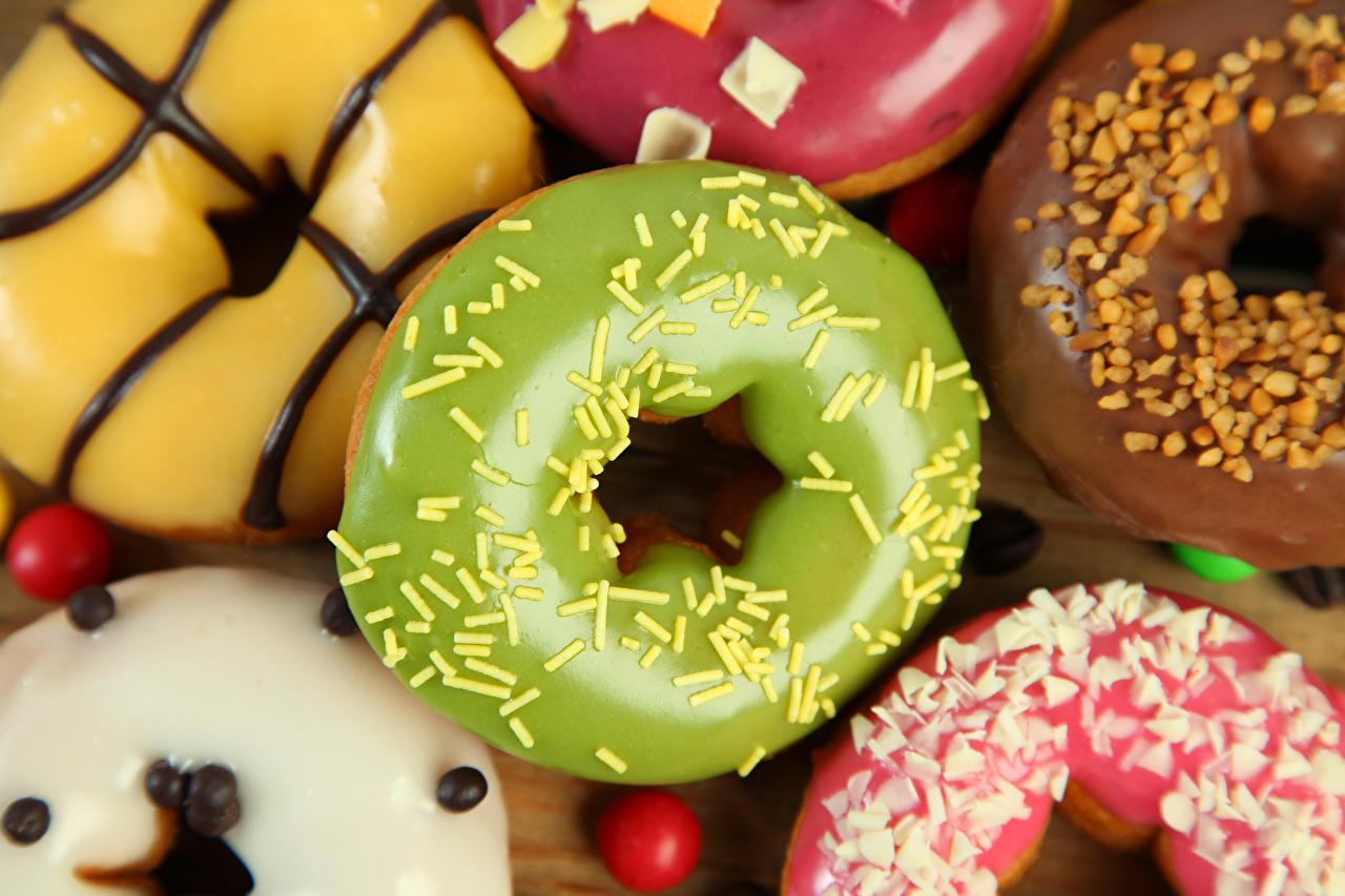 Desktop Hintergrundbilder das Essen Donut Zuckerguss hautnah Backware Lebensmittel Nahaufnahme Großansicht