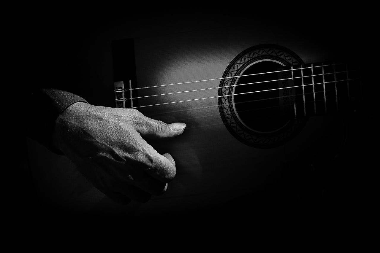 Pictures Guitar Hands Closeup