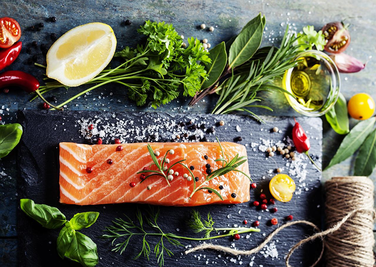 Bilder von Chili Pfeffer Schwarzer Pfeffer Salz Dill Zitrone Fische - Lebensmittel Gemüse Gewürze Lebensmittel Zitronen das Essen