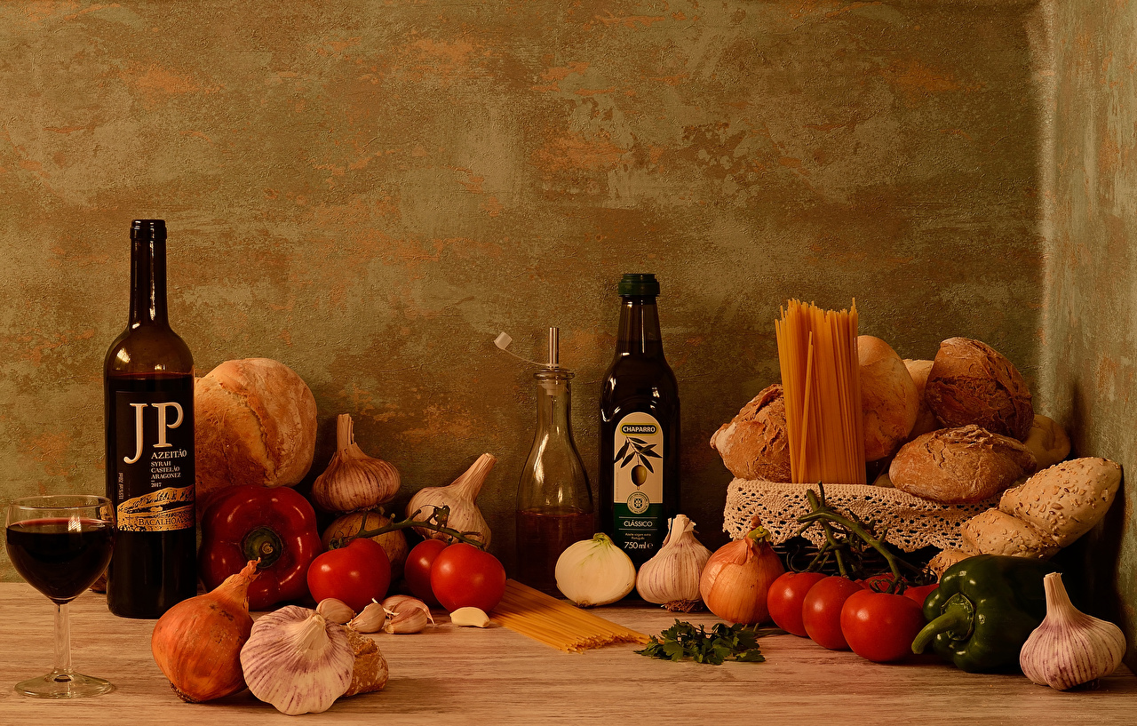 Photo Wine Onion Pasta Tomatoes Bread Garlic Food bottles Stemware Bell pepper Still-life Allium sativum Bottle