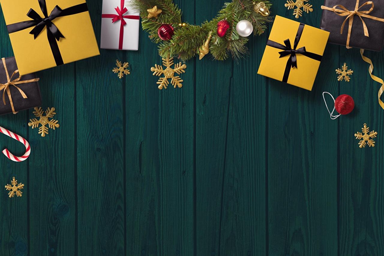 Fotos Neujahr Schneeflocken Geschenke Vorlage Grußkarte Bretter