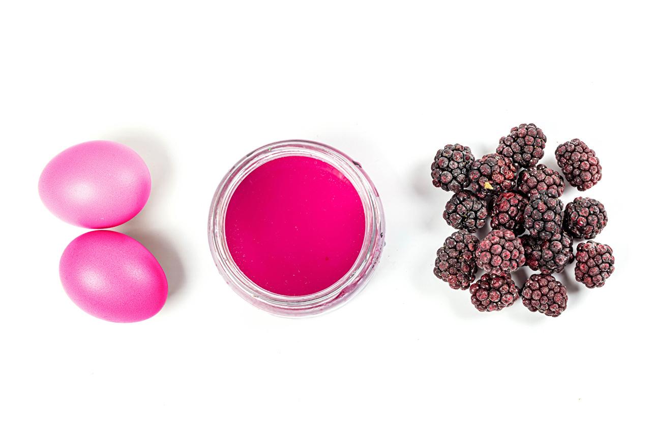 Páscoa Amora-silvestre Fundo branco Tinta Ovo Cor-de-rosa Dois comida, ovos, 2 Alimentos