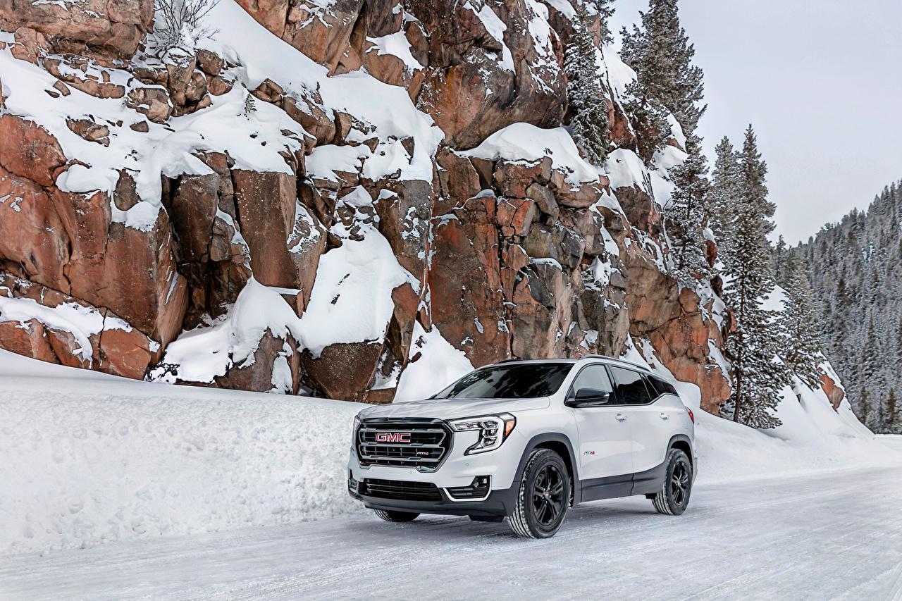 Fotos von GMC Softroader Terrain AT4, 2021 Weiß Felsen Schnee auto Metallisch Crossover Autos automobil