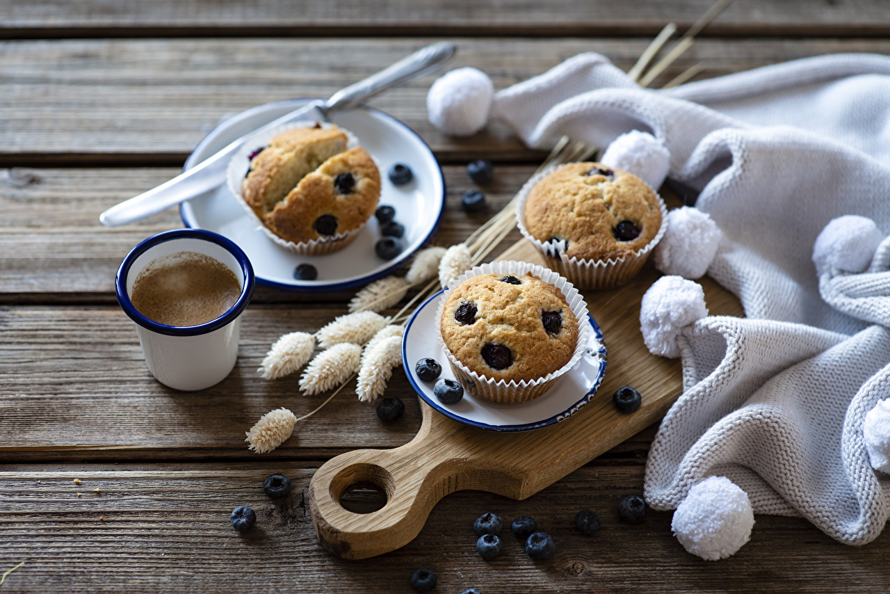 Photo Food Coffee Pound Cake Blueberries Cutting board boards Highball glass Muffin Wood planks