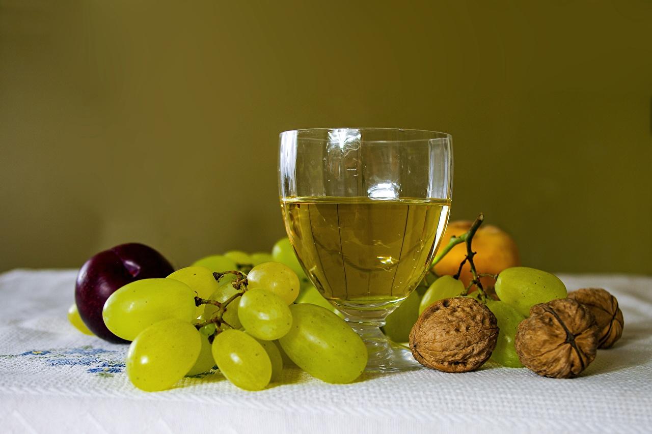 Desktop Hintergrundbilder das Essen Wein Weintraube Walnuss Weinglas Stillleben Schalenobst Lebensmittel Trauben Nussfrüchte