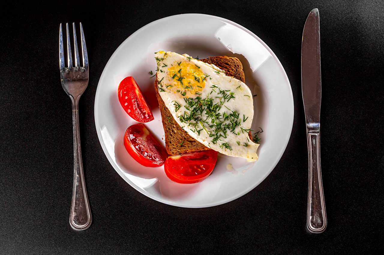 Pictures Knife Fried egg Tomatoes Breakfast Bread Food Fork Plate Gray background