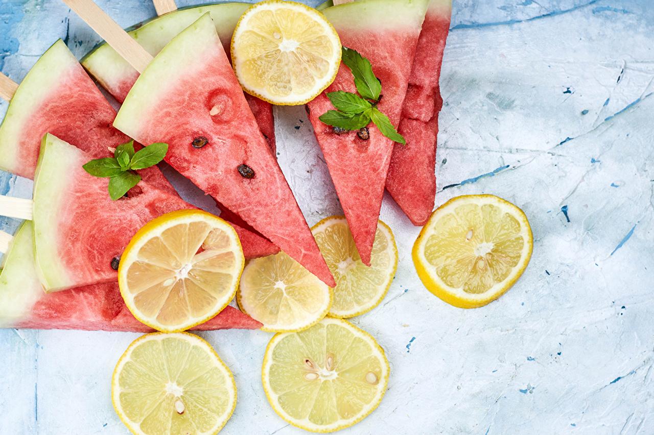 Bilder Zitrone stücke Wassermelonen Lebensmittel Stück Zitronen das Essen