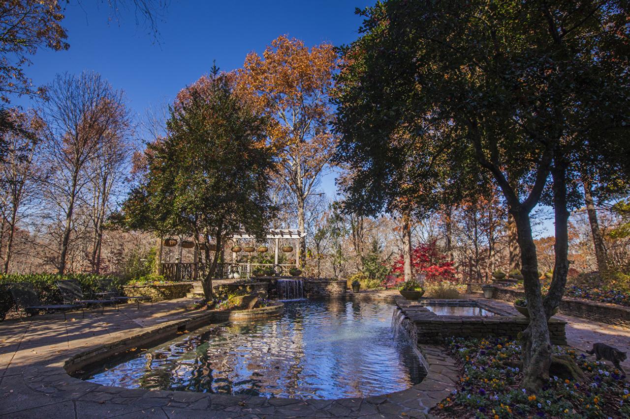 Hintergrundbilder Vereinigte Staaten Gibbs Gardens Natur Herbst Wasserfall Park Teich Bäume USA