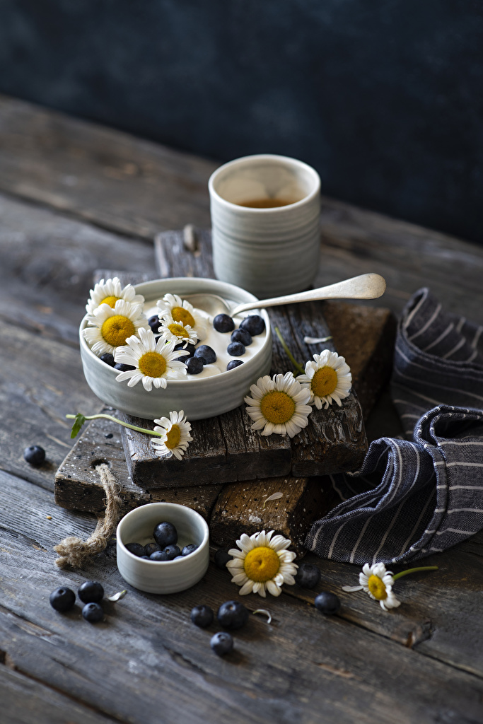 Pictures Yogurt matricaria Blueberries Mug Food boards  for Mobile phone Camomiles Wood planks