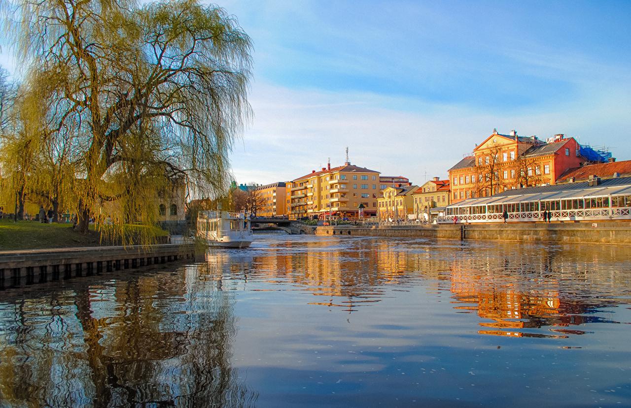 zdjęcie Szwecja Uppsala Statki rzeczne Rzeki Miasta Drzewa budynki rzeka Domy miasto budynek