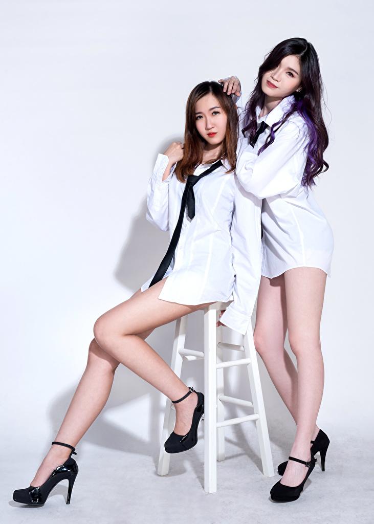 Bilder von Brünette Braune Haare D' Soul Hemd Zwei Krawatte Mädchens Bein Asiatische Stuhl  für Handy Braunhaarige 2 junge frau junge Frauen Asiaten asiatisches Stühle