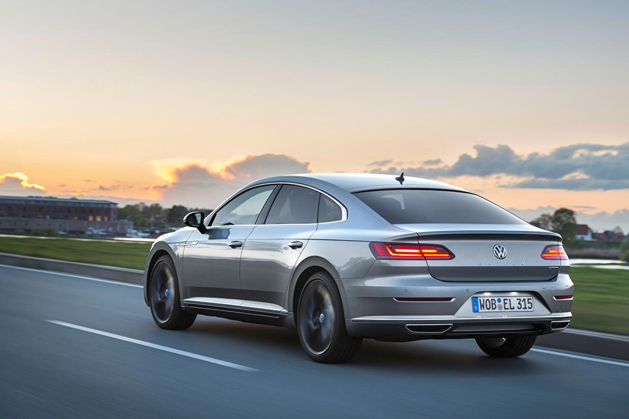 Achtergrond Volkswagen Arteon 4MOTION Elegance Worldwide Grijs snelheid Auto Metallic Achteraanzicht grijze Beweging rijdende bewegende auto's automobiel