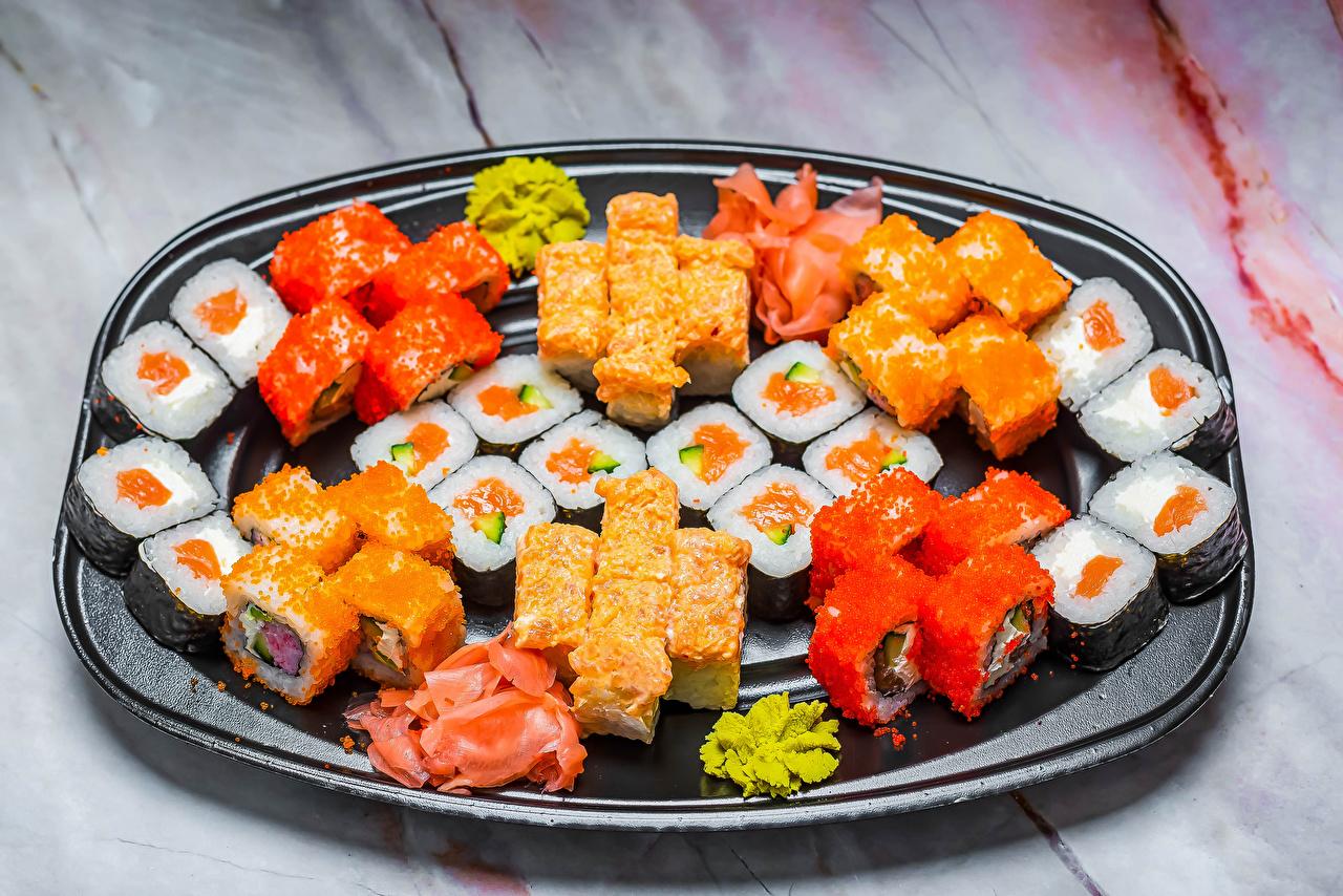Desktop Hintergrundbilder Mehrfarbige Sushi Kaviar das Essen Meeresfrüchte Bunte Rogen Caviar Lebensmittel