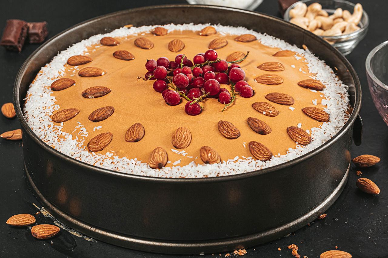 Bilder von Obstkuchen Mandeln Beere Lebensmittel Backware Schalenobst das Essen Nussfrüchte