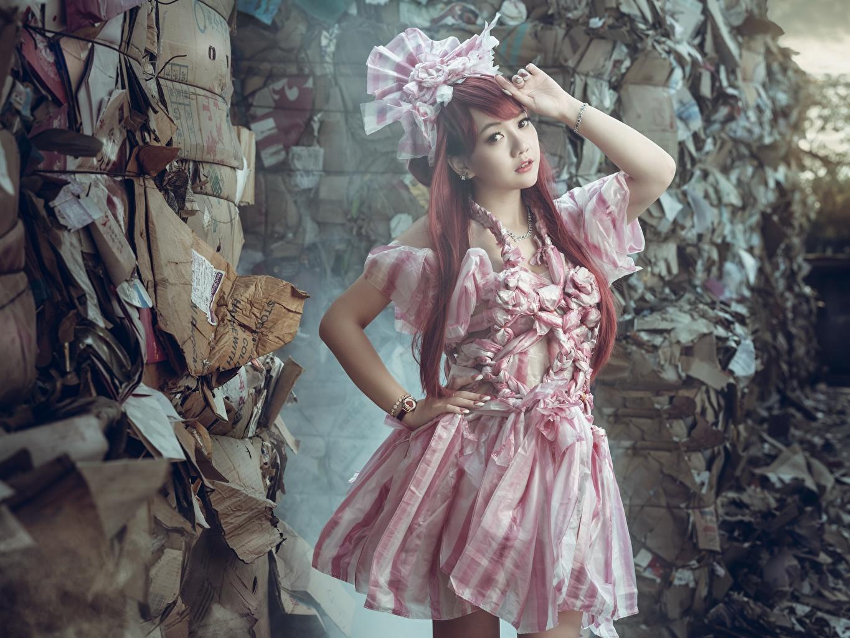 Картинки рыжие боке позирует девушка Азиаты рука платья Рыжая рыжих Размытый фон Поза Девушки молодая женщина молодые женщины азиатки азиатка Руки Платье