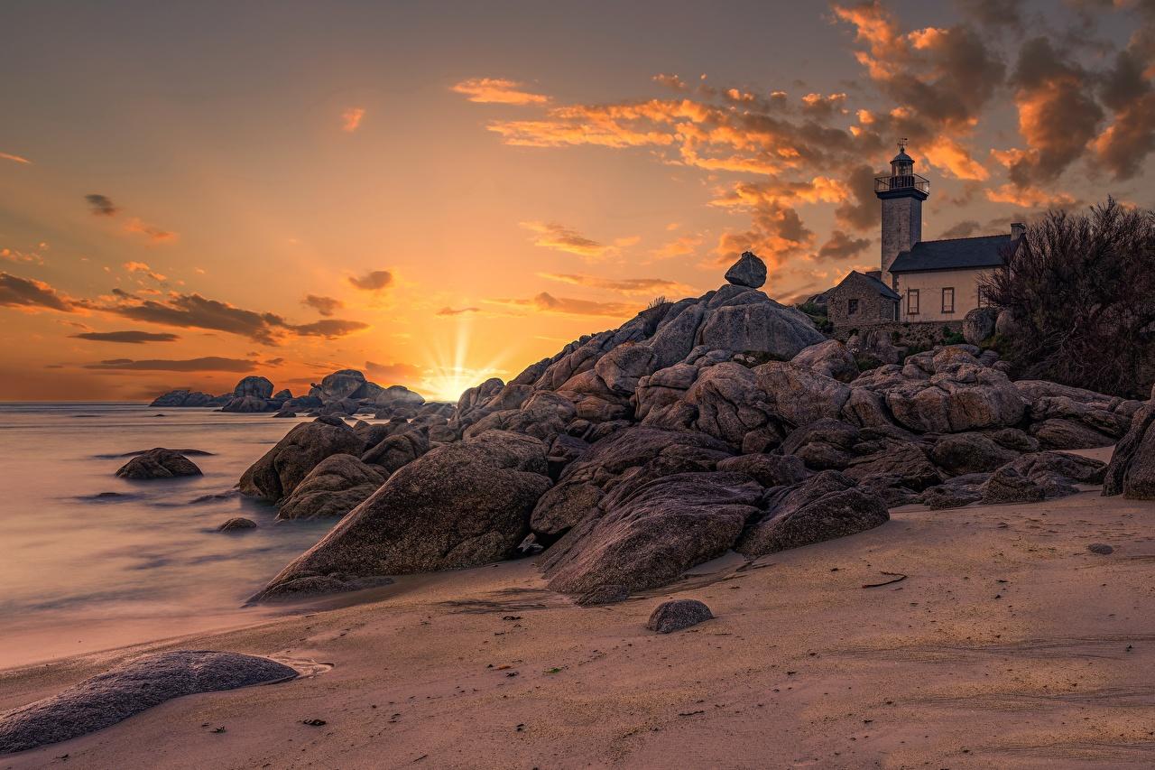 Fotos Frankreich Bretagne, Pontusval lighthouse Natur Leuchtturm Himmel Sonnenaufgänge und Sonnenuntergänge Steine Küste Morgendämmerung und Sonnenuntergang Stein