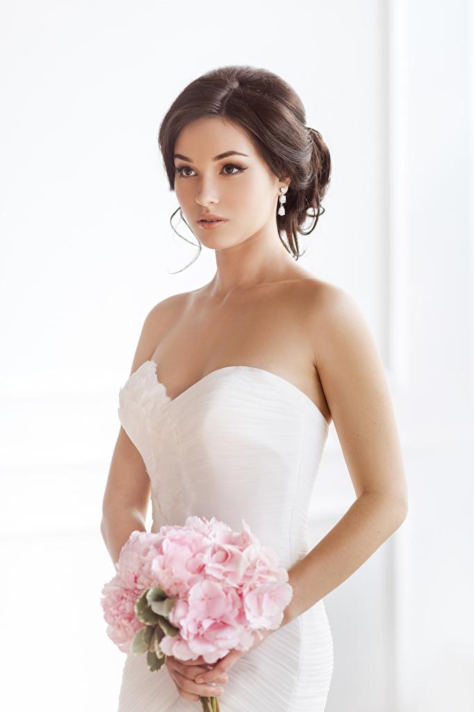Bilder Braut Braunhaarige Sträuße Mädchens Kleid bräute Braune Haare