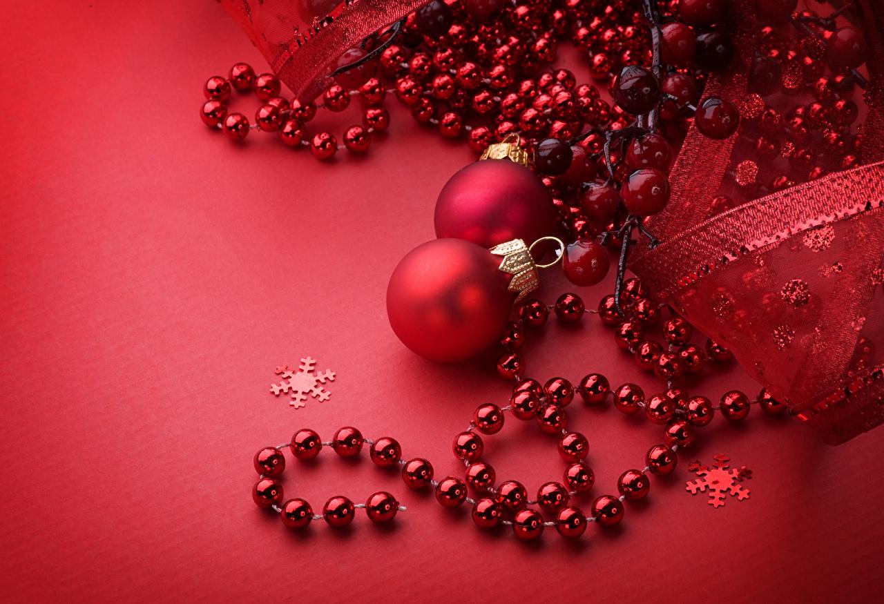 Fotos Neujahr Rot Kugeln Roter Hintergrund