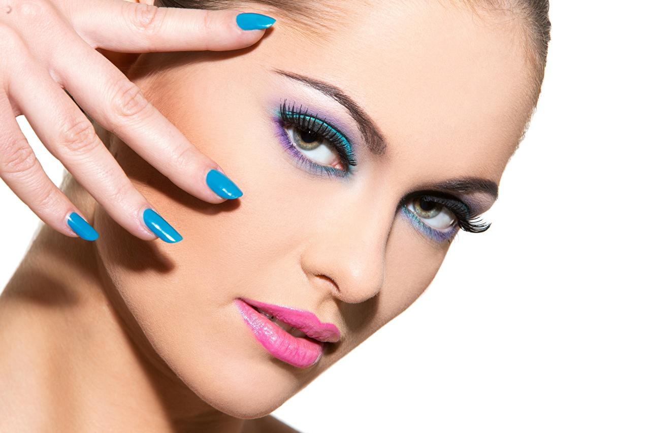 Bilder von Maniküre Make Up Gesicht junge frau Finger Starren Weißer hintergrund Schminke Mädchens junge Frauen Blick