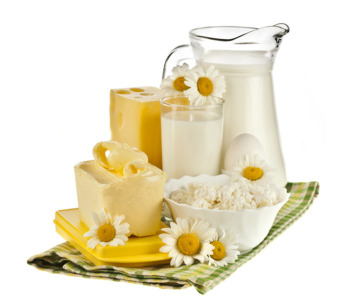 Image Milk Oil Quark curd cottage farmer cheese Cheese Camomiles Jug container Highball glass Food White background jugs pitcher matricaria