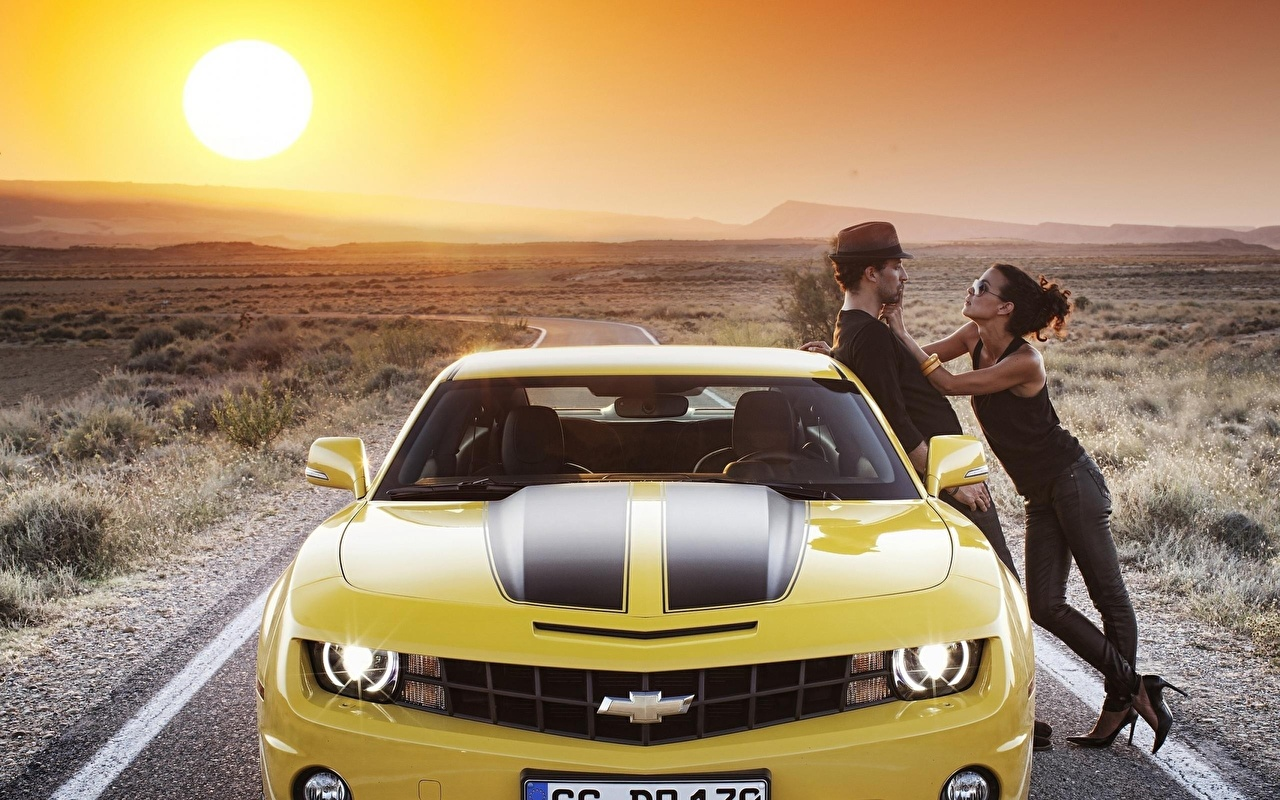 Desktop Wallpapers Chevrolet Sun Yellow People Sunrises and sunsets auto Front sunrise and sunset Cars automobile