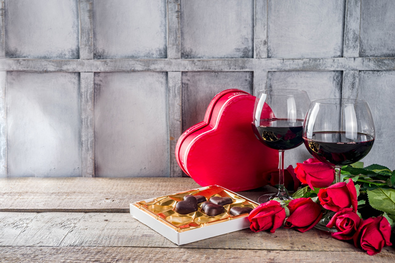 Pictures Valentine's Day Heart Wine Roses Candy Box flower Food Stemware rose Flowers
