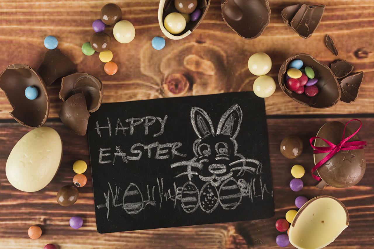 Desktop Wallpapers Easter Rabbits English Dragee Eggs Chocolate Candy text Food confectionery boards rabbit egg lettering Word - Lettering Sweets Wood planks
