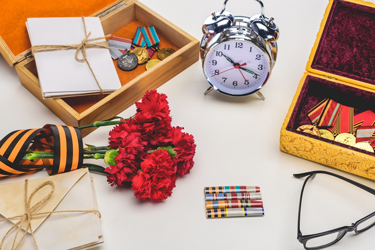Desktop Wallpapers Victory Day 9 May Clock Flowers dianthus Alarm clock Medal Holidays flower Carnations