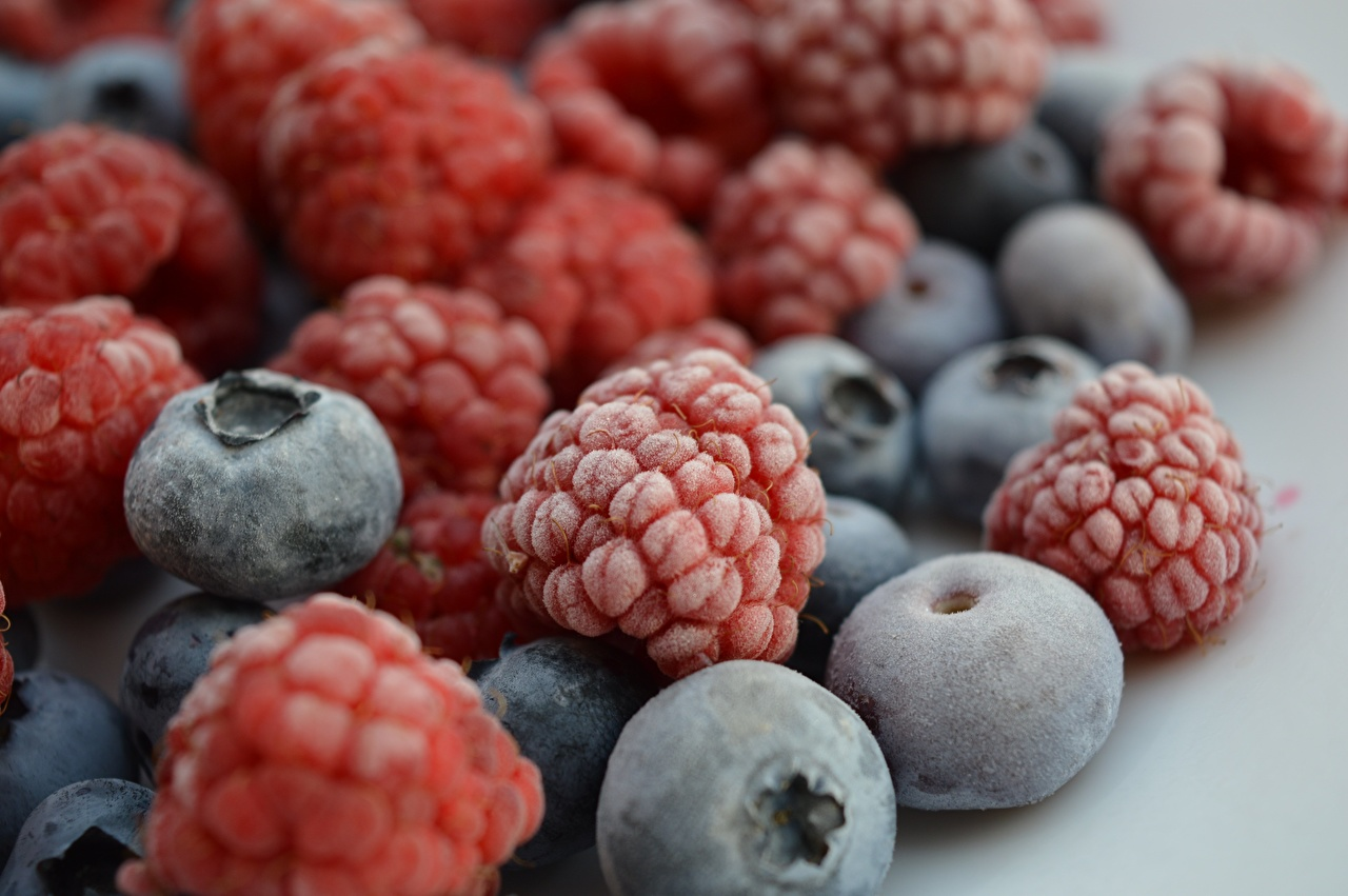 Pictures Frost Raspberry Blueberries Food Berry Many Closeup