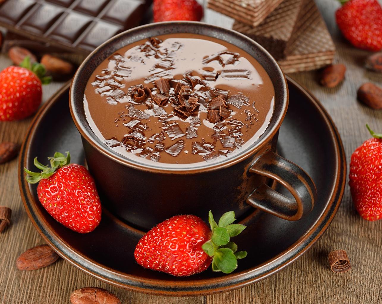 Photos Goryachiy Shokolad Strawberry Cup Food Saucer