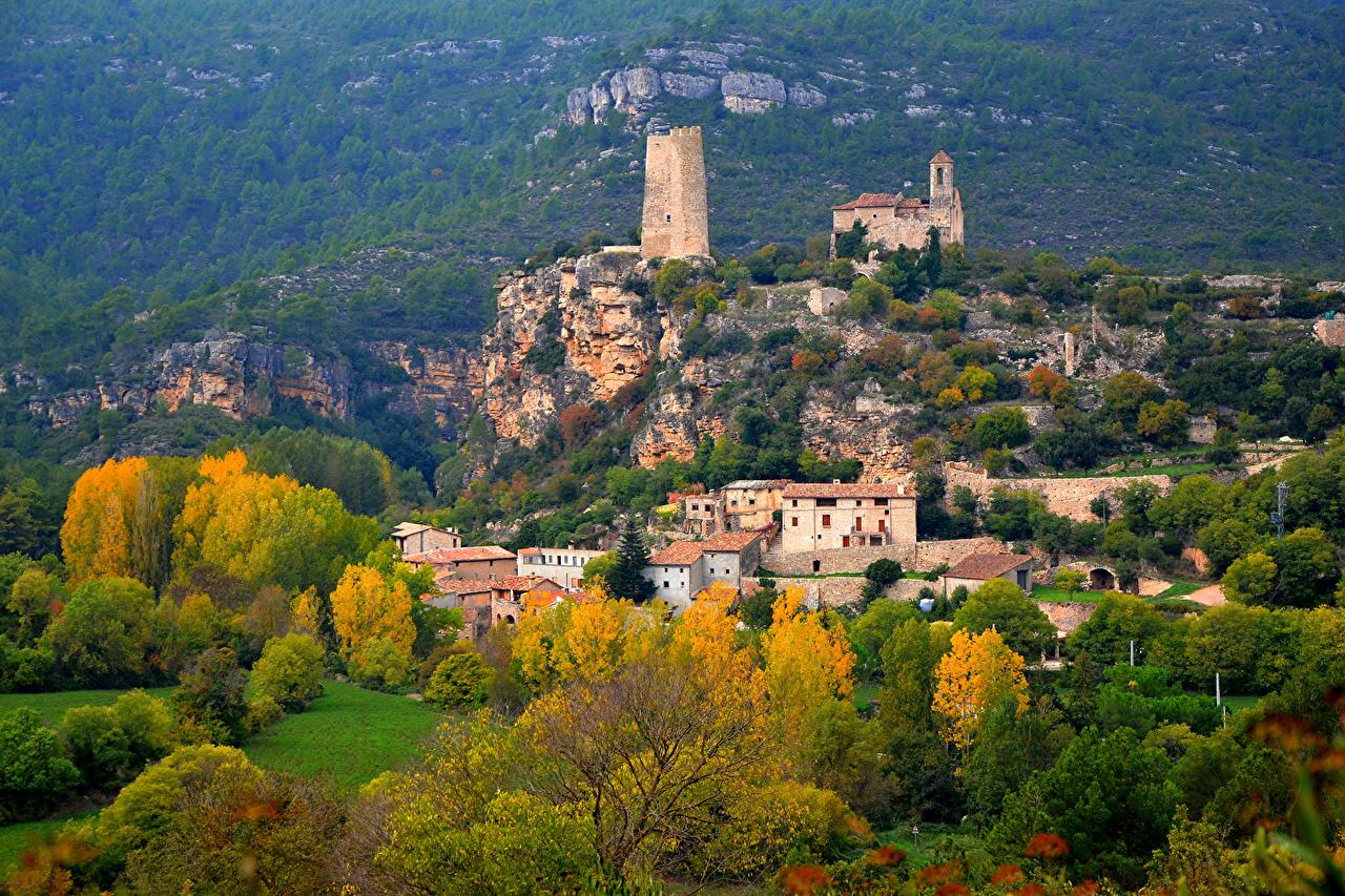 Sfondi Spagna Fortezza Santa Perpetua de Gaia Autunno Città Alberi La casa edificio