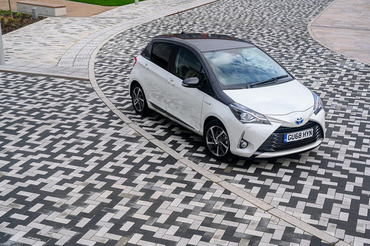 Picture Toyota 2019 Yaris Hybrid  Y20 Hybrid vehicle White Cars Metallic auto automobile