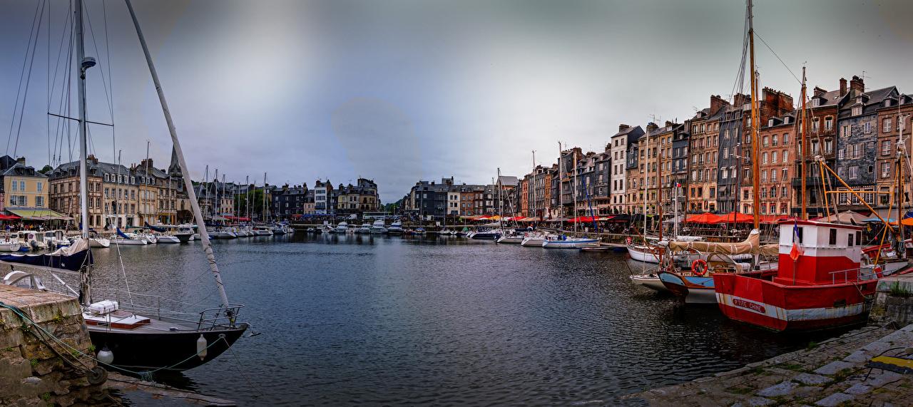 Fotos von Frankreich Honfleur Binnenschiff Bucht Bootssteg Städte Gebäude Seebrücke Schiffsanleger Haus