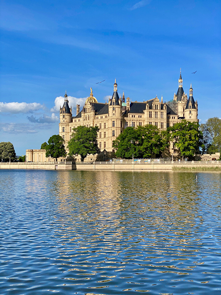 Desktop Wallpapers Germany Castle Schwerin Castles Lake Cities  for Mobile phone castle