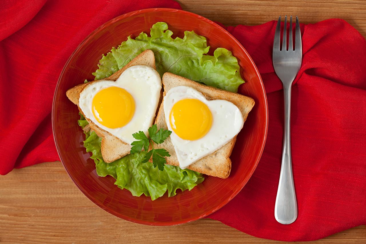 Bilder von Herz Spiegelei 2 Brot Gabel Teller Gemüse Lebensmittel Zwei Essgabel das Essen