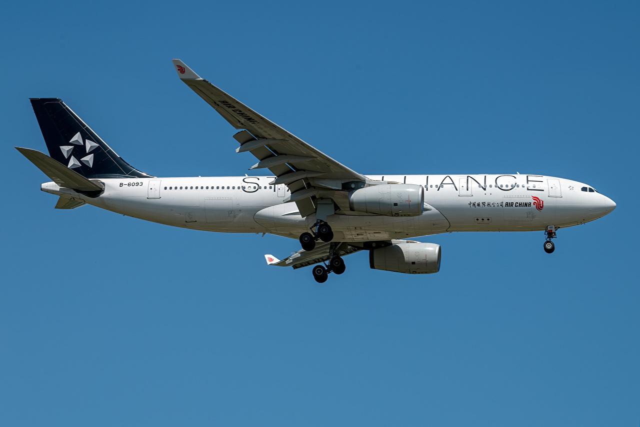 Foto Flugzeuge Verkehrsflugzeug Air China Airbus A330-200 Seitlich Luftfahrt