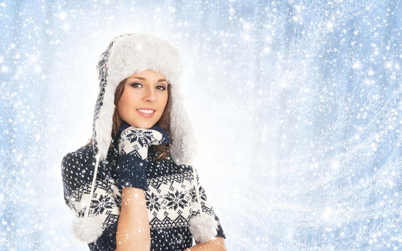 Invierno Sombrero del invierno Contacto visual Suéter Mano Mitones Sonrisa mujer joven, mujeres jóvenes Chicas