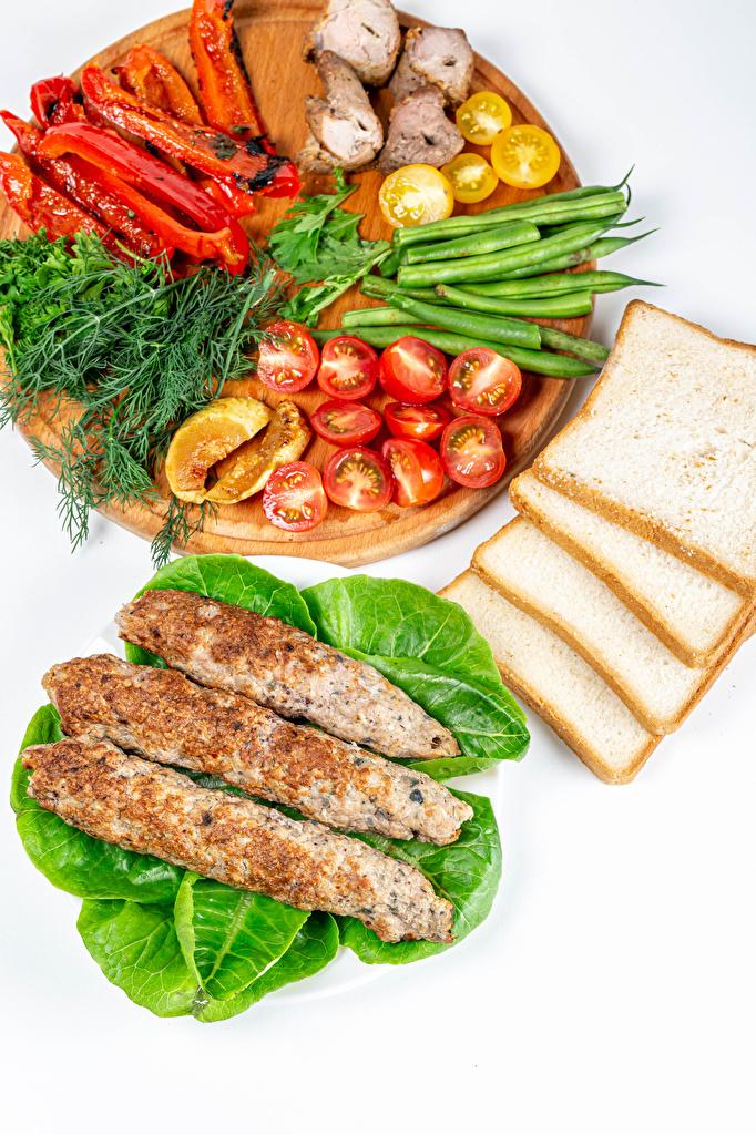 Desktop Hintergrundbilder Kebab Tomate Dill Brot Gemüse Paprika Lebensmittel Schneidebrett Fleischwaren Weißer hintergrund  für Handy Tomaten das Essen