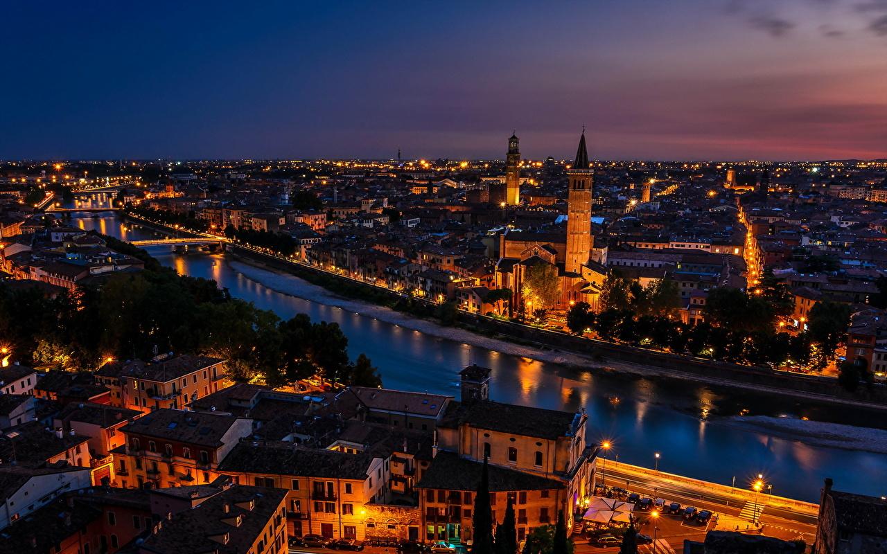 Achtergronden Verona Italië Kanaal waterweg Nacht Huizen Steden gebouw gebouwen een stad