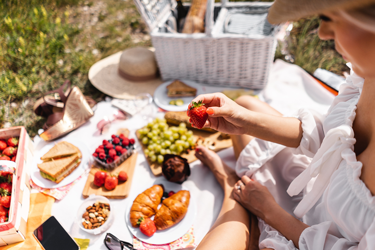 Wallpaper Picnic blurred background Croissant Strawberry Food Berry Hands Bokeh