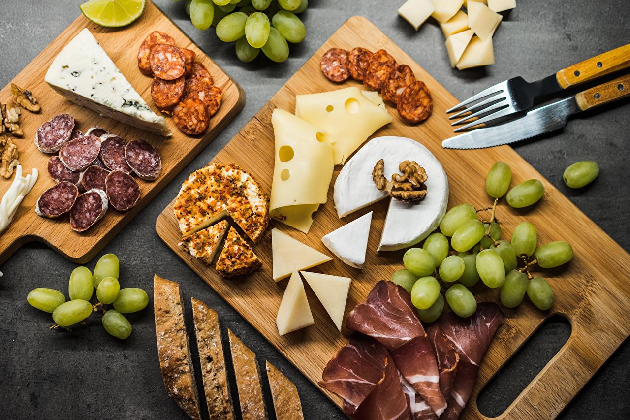 Bilder von Messer Wurst Käse Trauben Gabel das Essen Geschnitten Schneidebrett Weintraube Essgabel geschnittene Lebensmittel geschnittenes