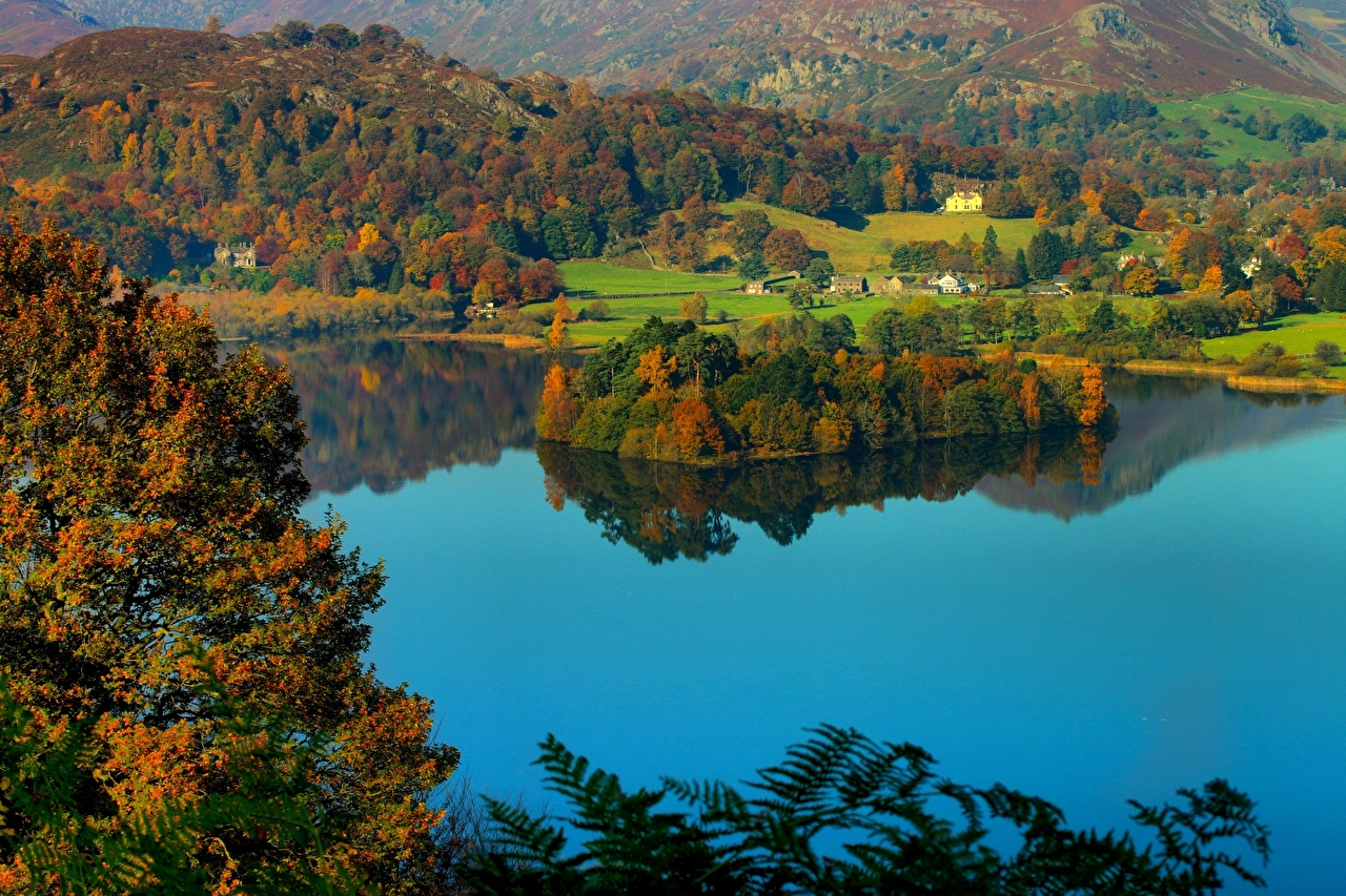 Skrivebordsbakgrunn England Lake District National Park Lake Grasmere Grasmere Village Helm Crag Cumbria Natur Innsjø Kyst kystlinje