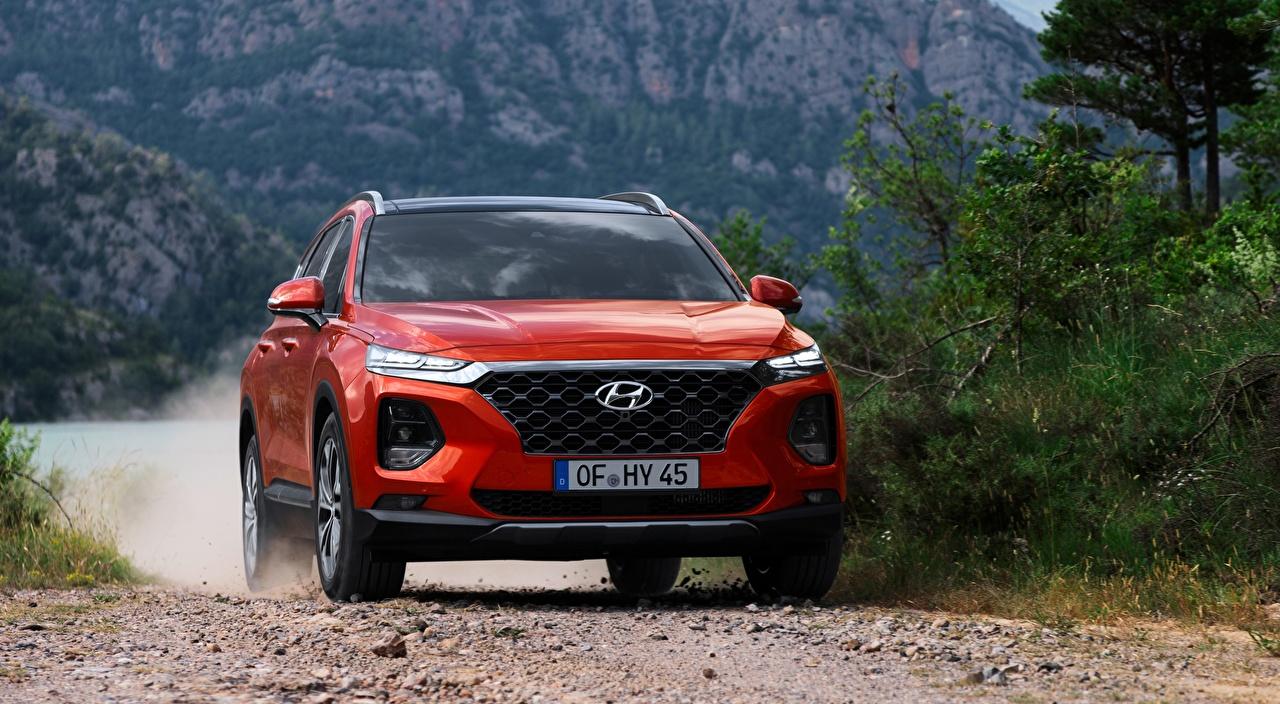 Bilder Hyundai Softroader Santa Fe, 2018 Rot Bewegung auto Vorne Crossover fährt fahren fahrendes Geschwindigkeit Autos automobil