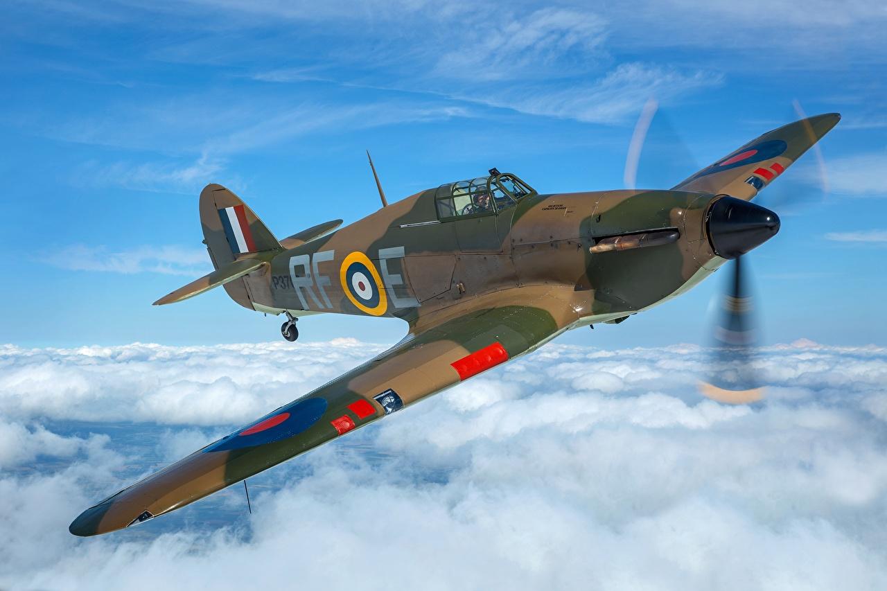 Fotos Jagdflugzeug Flugzeuge Britisch Hawker Hurricane MK1 Flug Wolke Luftfahrt britische britischer britisches